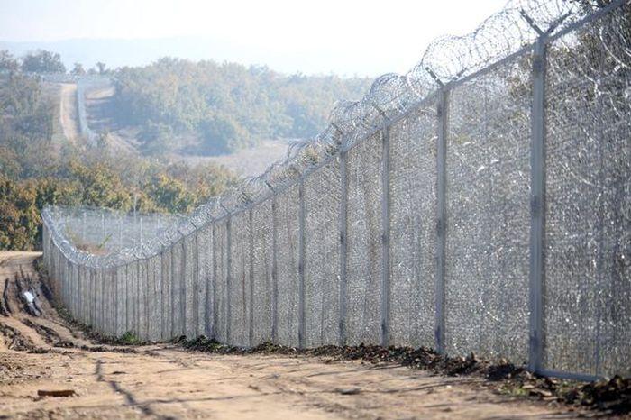 Неприступный забор на болгарско-турецкой границе (5 фото)