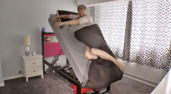 Кровать-катапульта для тех, кто с трудом встает по утрам (4 фото)