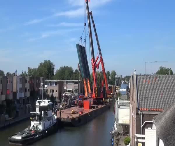 Крушение палубных кранов в Голландии
