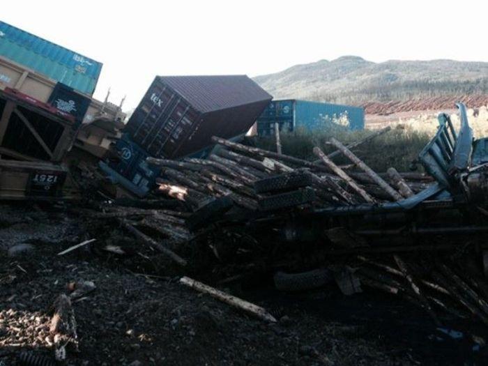 Столкновение поезда с лесовозом глазами машиниста (13 фото)