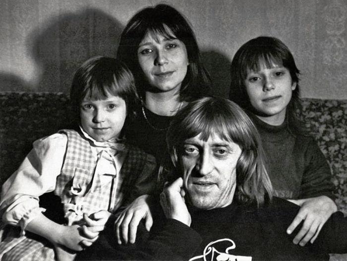 Знаменитости в кругу семьи (27 фото)