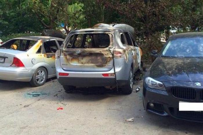 Празднуя покупку BMW, житель Ростова-на-Дону спалил три автомобиля (3 фото)