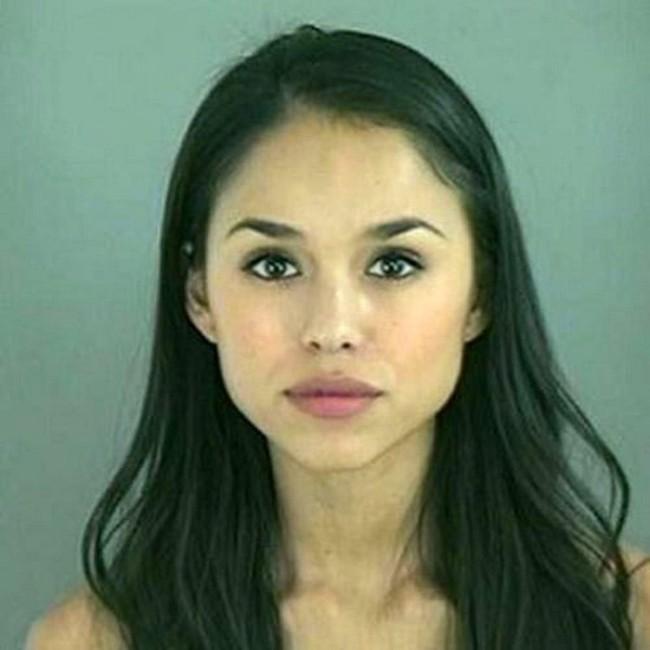 Фото девушек, сделанные сразу после ареста (22 фото)