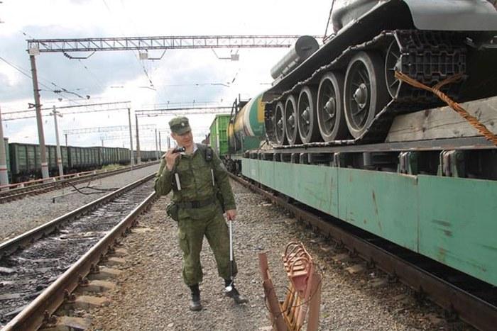 В Челябинской области пресекли попытку контрабандного вывоза танка Т-34 (4 фото)