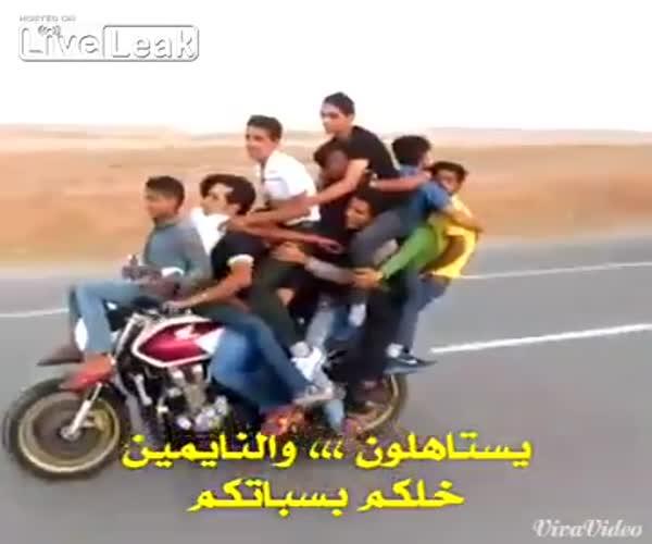 Толпой на мотоцикле