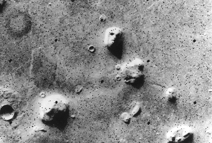 Неожиданные объекты на снимках Марса (10 фото)