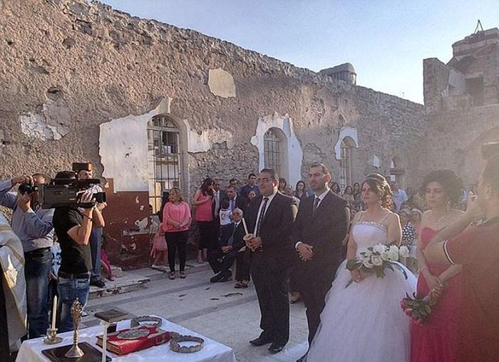 Свадьба в сирийских руинах (10 фото)