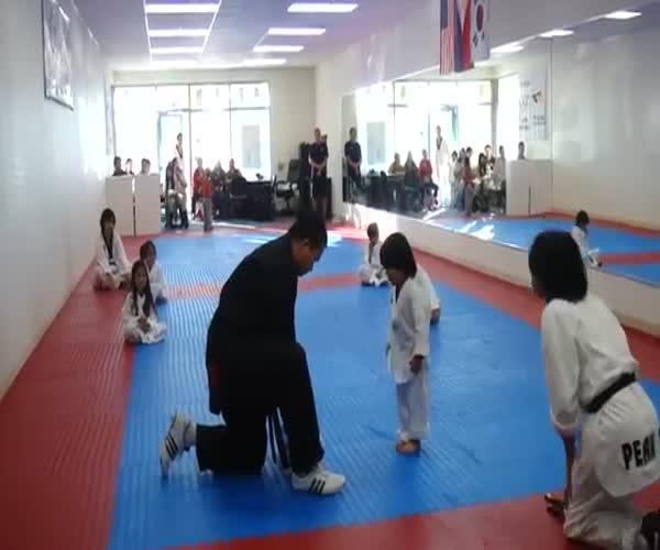 Тренировка юного бойца тхэквондо
