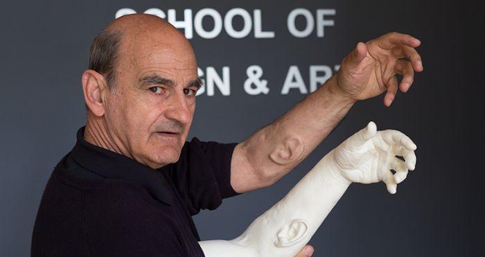 Профессор из Австралии вырастил на руке ухо с Wi-Fi и GPS (3 фото)