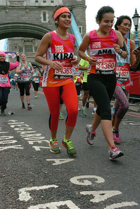 Британка приняла участие в марафоне во время месячных, не используя гигиенических средств (6 фото)