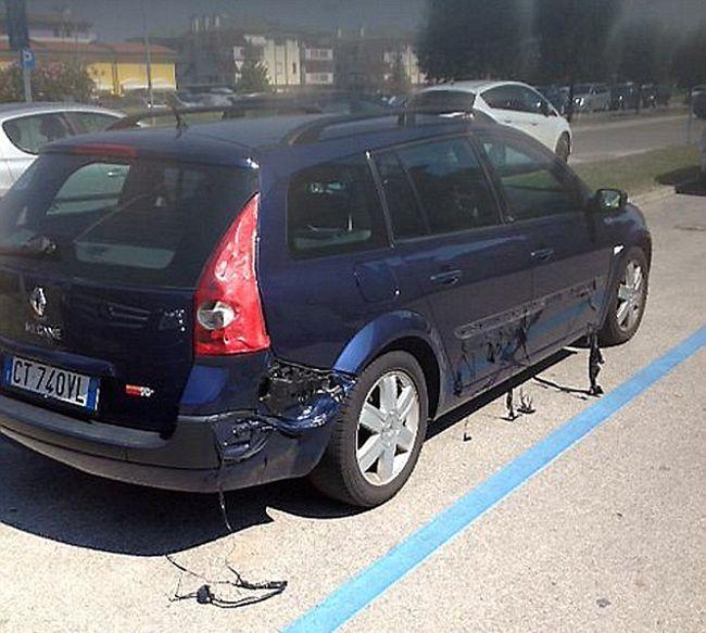 Автомобиль не устоял под лучами итальянского солнца и начал плавиться (5 фото)