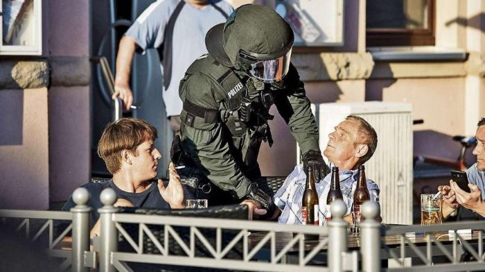 58-летнему немцу грозит 3 года тюрьмы за «зигу» (2 фото)