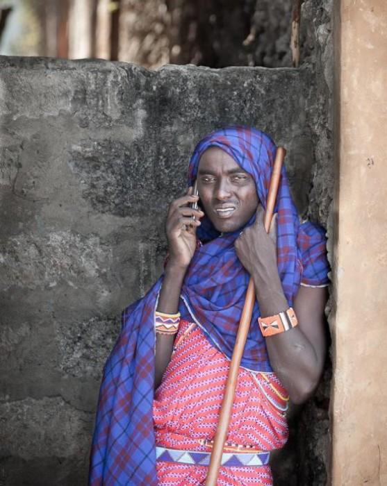 Роль современных технологий в жизни племен (19 фото)