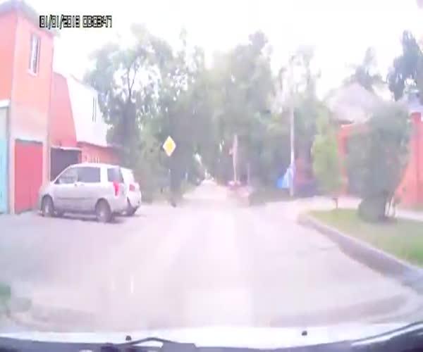 Водитель Bentley не уступил дорогу и спровоцировал аварию