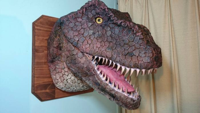 Самодельный трофей – голова тираннозавра (10 фото)