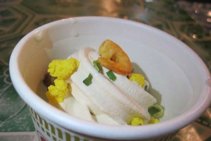 В Японии появилось мороженое с креветками, говядиной и яйцом (4 фото)
