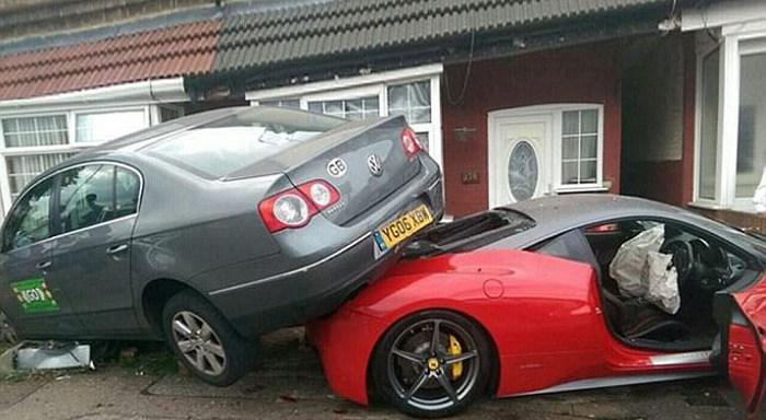 Британец разбил арендованный суперкар Ferrari 458 Italia за 330 000 долларов (3 фото)