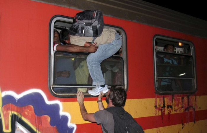 Мигранты из Ближнего Востока заполоняют Европу (30 фото)