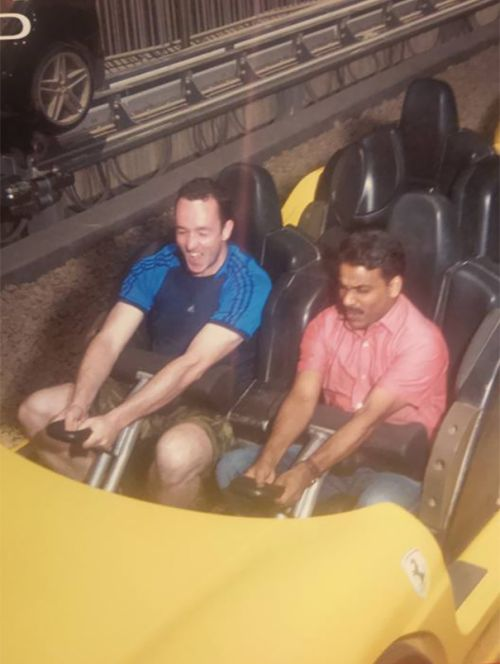 Добрый пассажир сводил таксиста в парк развлечений, в котором тот никогда не был (5 фото)