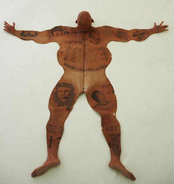 Напольные коврики из кровожадных «зверей» (8 фото)