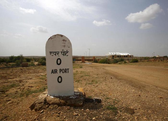 Заброшенный терминал в индийском аэропорту (19 фото)