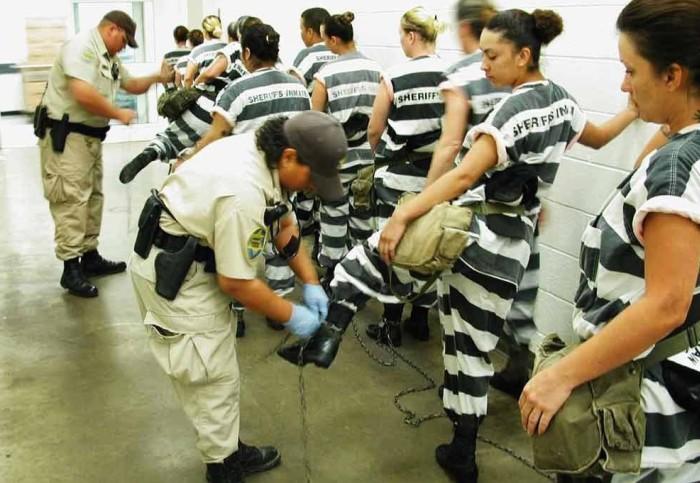 Условия содержания женщин-заключенных в разных странах мира (34 фото)