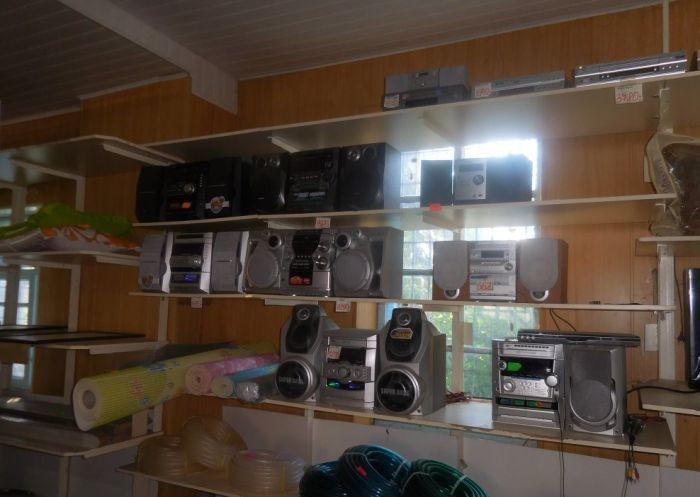 Раритетная электроника в торговом центре провинциального городка (17 фото)