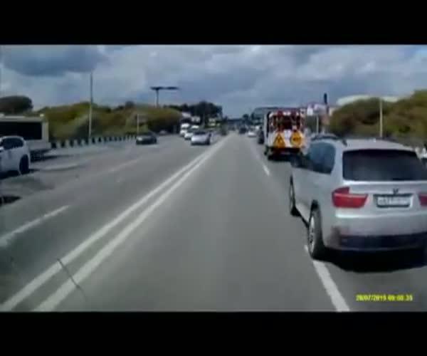 Водитель, не пропускавший скорую, получил по заслугам