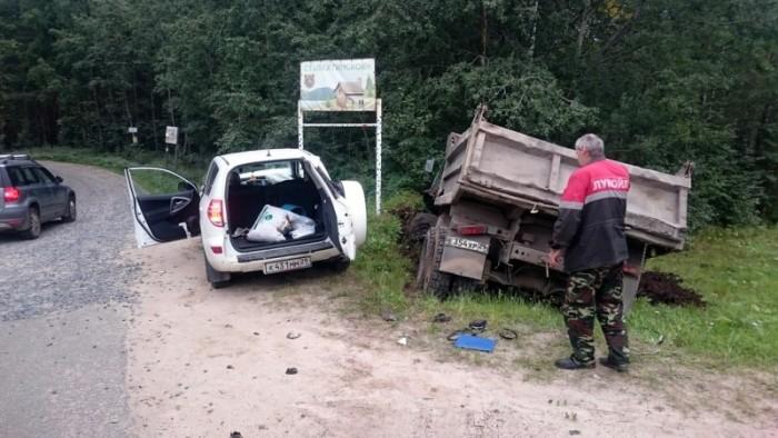 Дорожная карма настигла нарушительницу ПДД (2 фото)