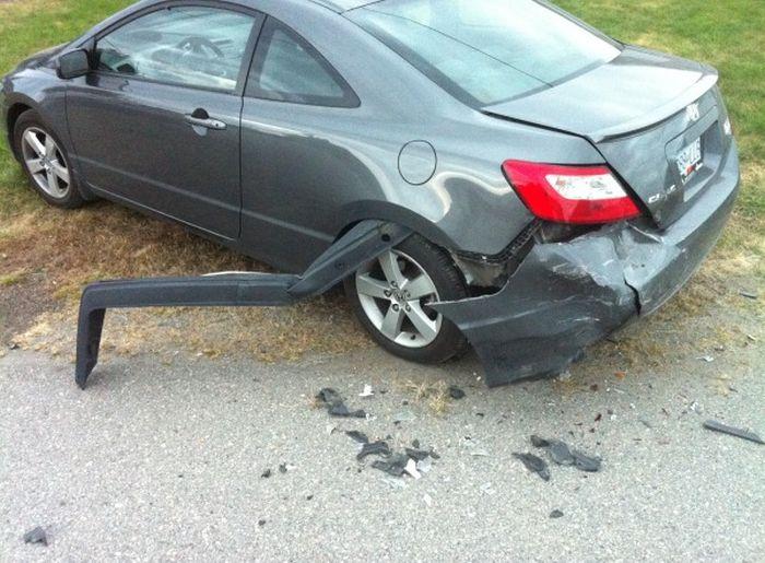 Ударил машину и скрылся (3 фото)