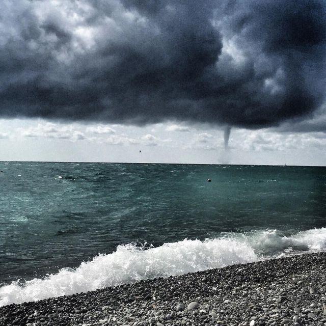 Смерч у побережья в Сочи (8 фото)