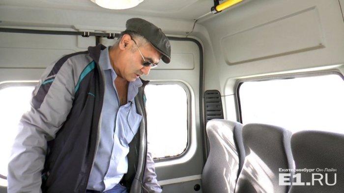 Водитель маршрутки вернул глухонемым пассажирам забытые ими 852 000 рублей (3 фото + видео)