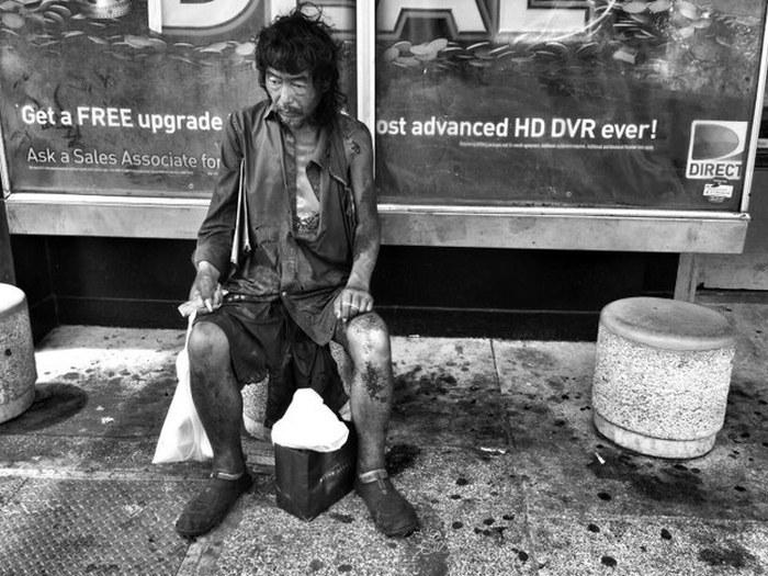 Фотографируя бездомных людей, девушка нашла среди них своего отца (8 фото)