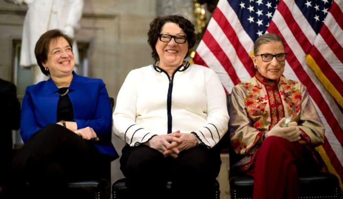 Вот те самые судьи, которые разрешили однополые браки в США (2 фото)