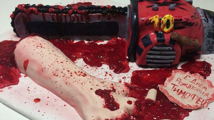 В Кирове мать подарила 10-летнему сыну торт в виде окровавленной руки (2 фото)