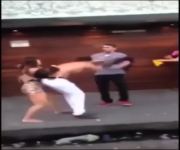 Девушка предотвратила драку