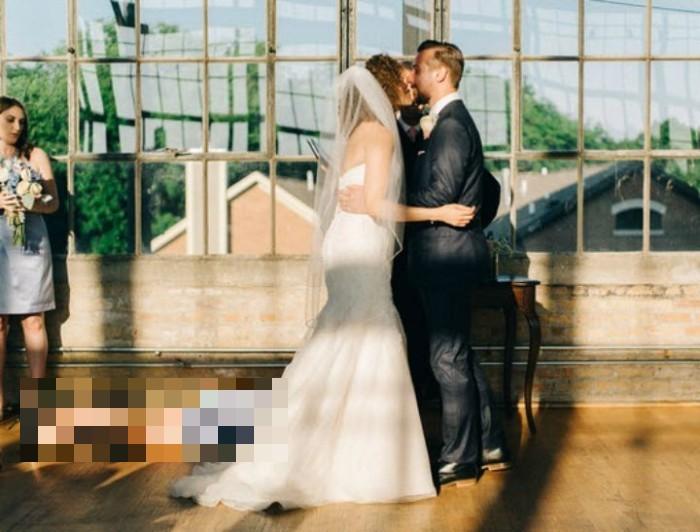 Необычное свадебное фото американской пары (2 фото)