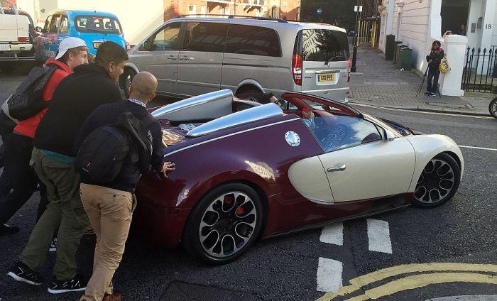 Bugatti Veyron тоже может сломаться в самый неподходящий момент (3 фото)