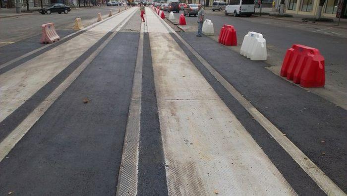 Ошибка во время замены трамвайных путей (2 фото)