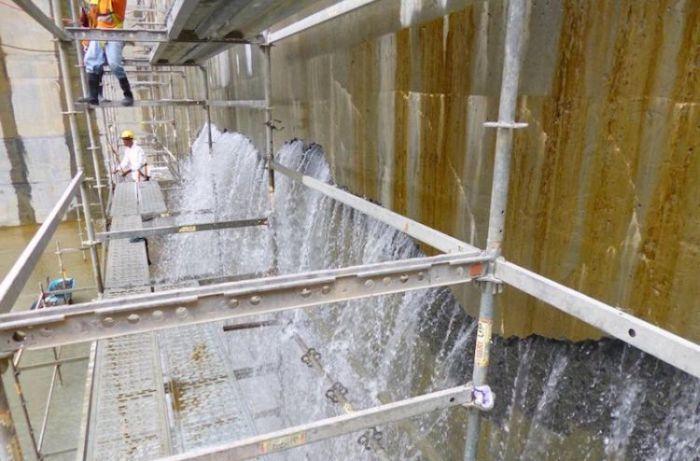 Новые шлюзы Панамского канала оказались «дырявыми» (3 фото + видео)