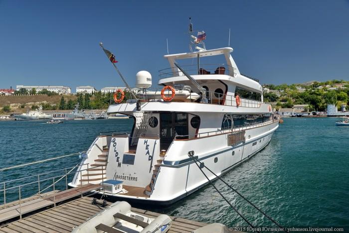 Роскошные яхты в бухтах Крыма (28 фото)