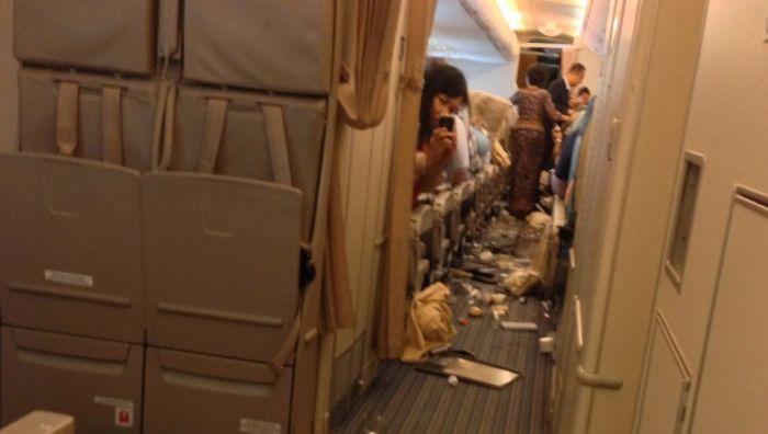 Последствия сильной турбулентности в самолете (12 фото + видео)