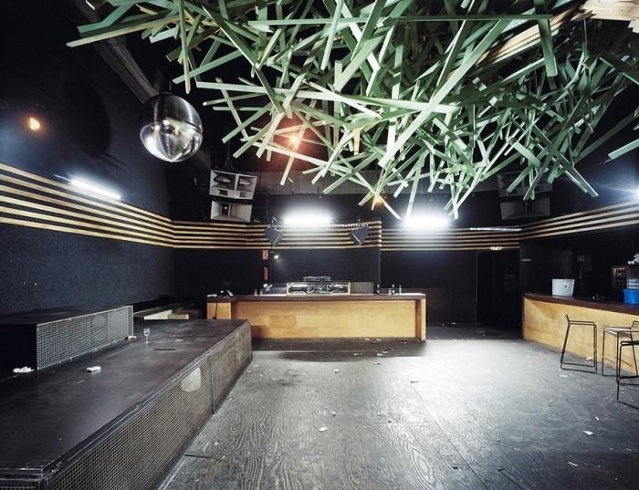 Ночные клубы по утрам в фотопроекте Даниеля Шульца и Андре Гиземанна (16 фото)