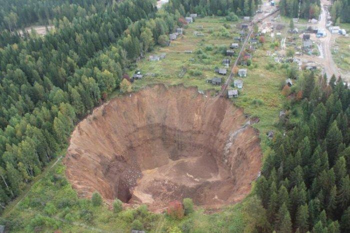 Гигантский провал под Соликамском увеличился в размерах (6 фото)