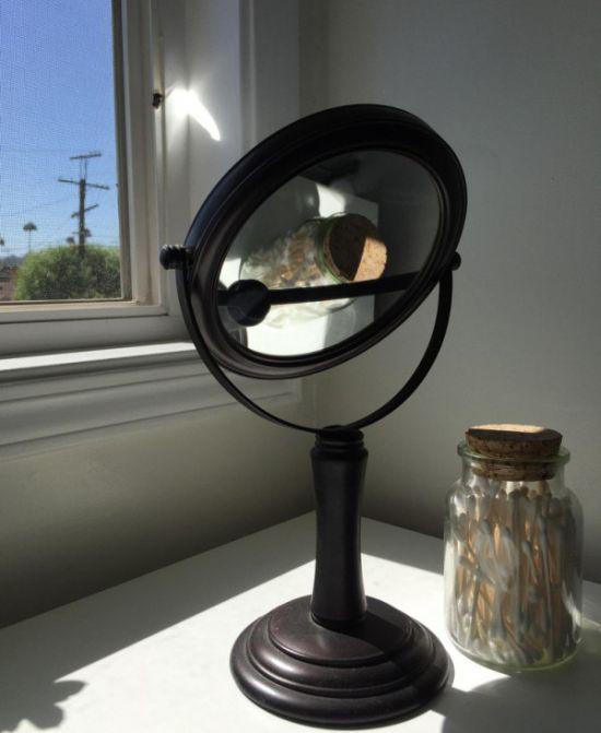 Почему не стоит оставлять зеркала на подоконнике (2 фото)