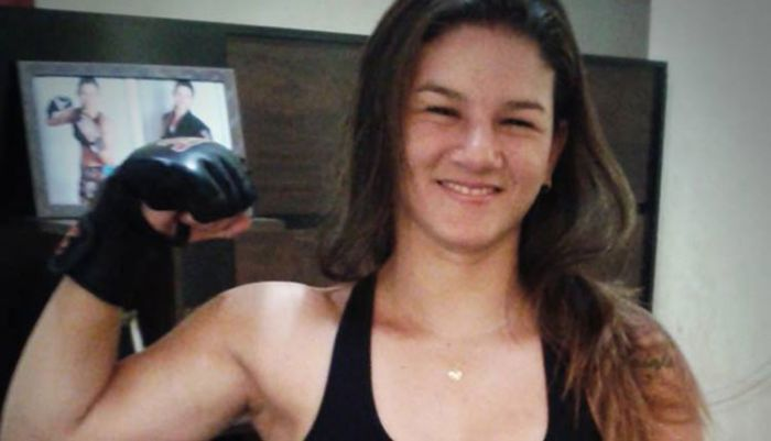 Профессиональный боец MMA Моник Бастос обезвредила грабителей (4 фото + видео)