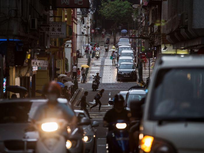 Почему китайские водители целенаправленно добивают пострадавших в аварии пешеходов (2 фото + 3 видео)