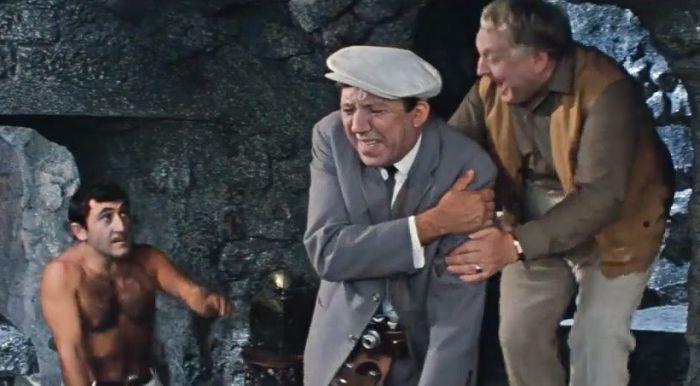 Что на самом деле таит за собой дверь из комедии «Бриллиантовая рука» (8 фото)