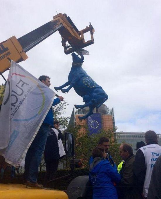 Фермеры устроили акцию протеста в Брюсселе (16 фото + видео)