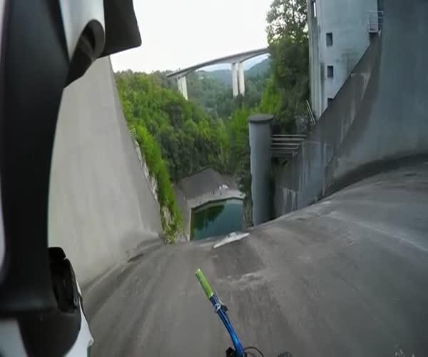 Спуск на велосипеде в воду